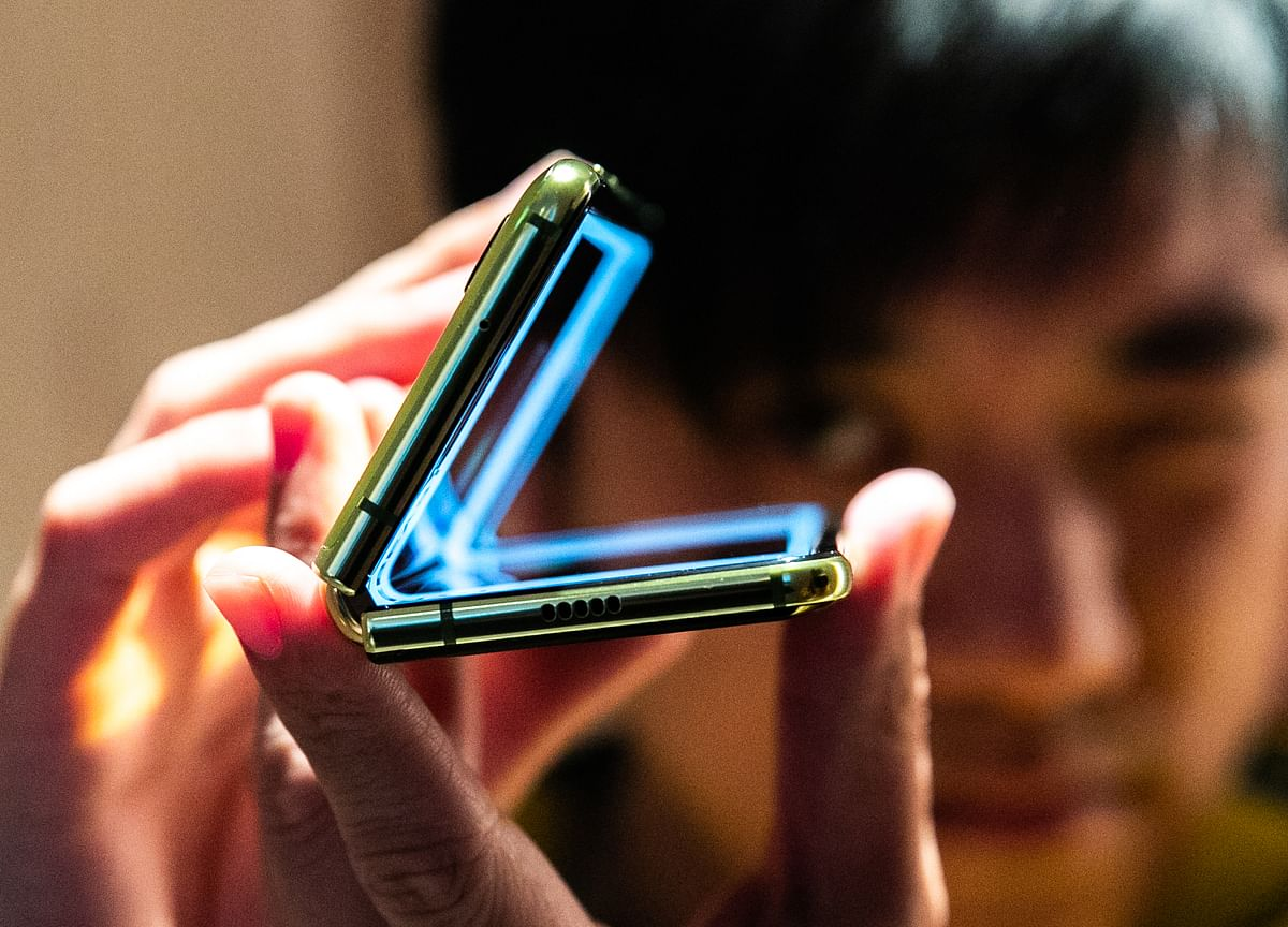 Investors Love Phone Gimmicks, Even If Users Don't