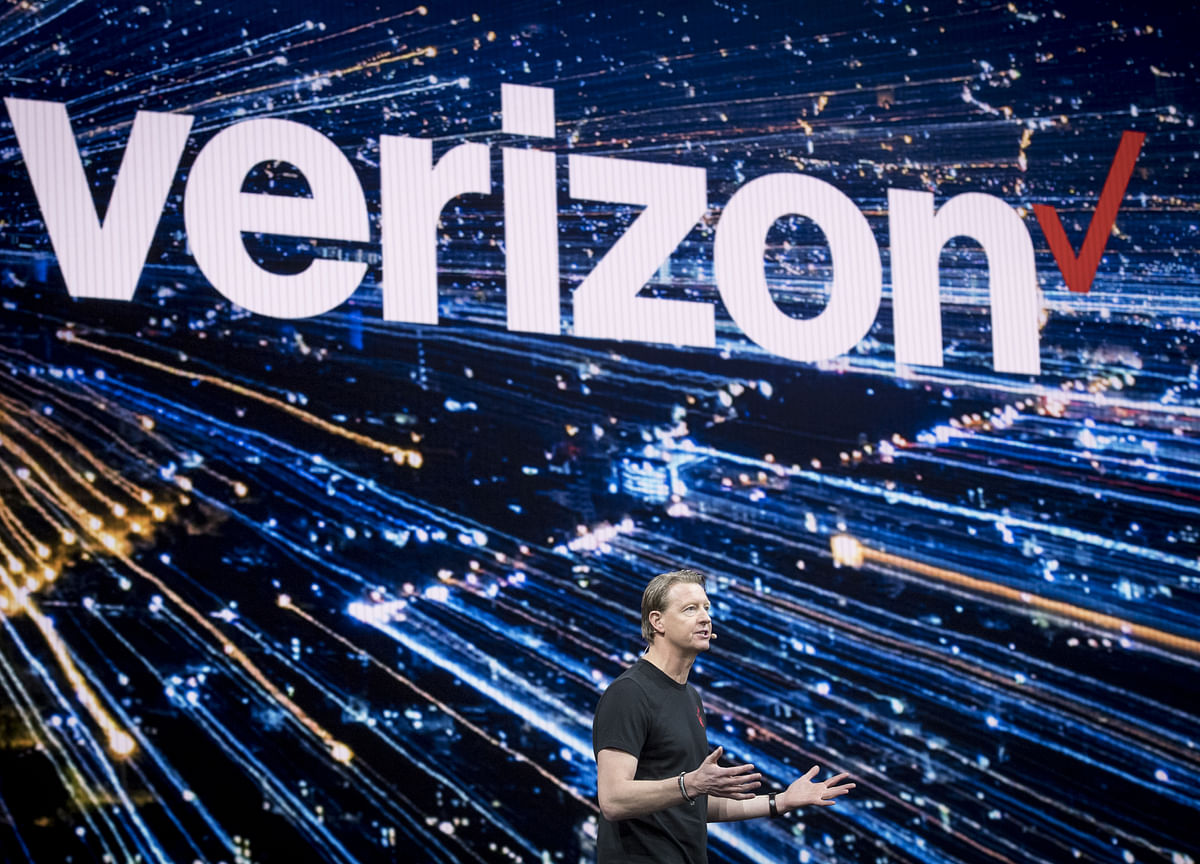 Verizon Drops $10 Fee for 5G Amid Complaints of Spotty Service