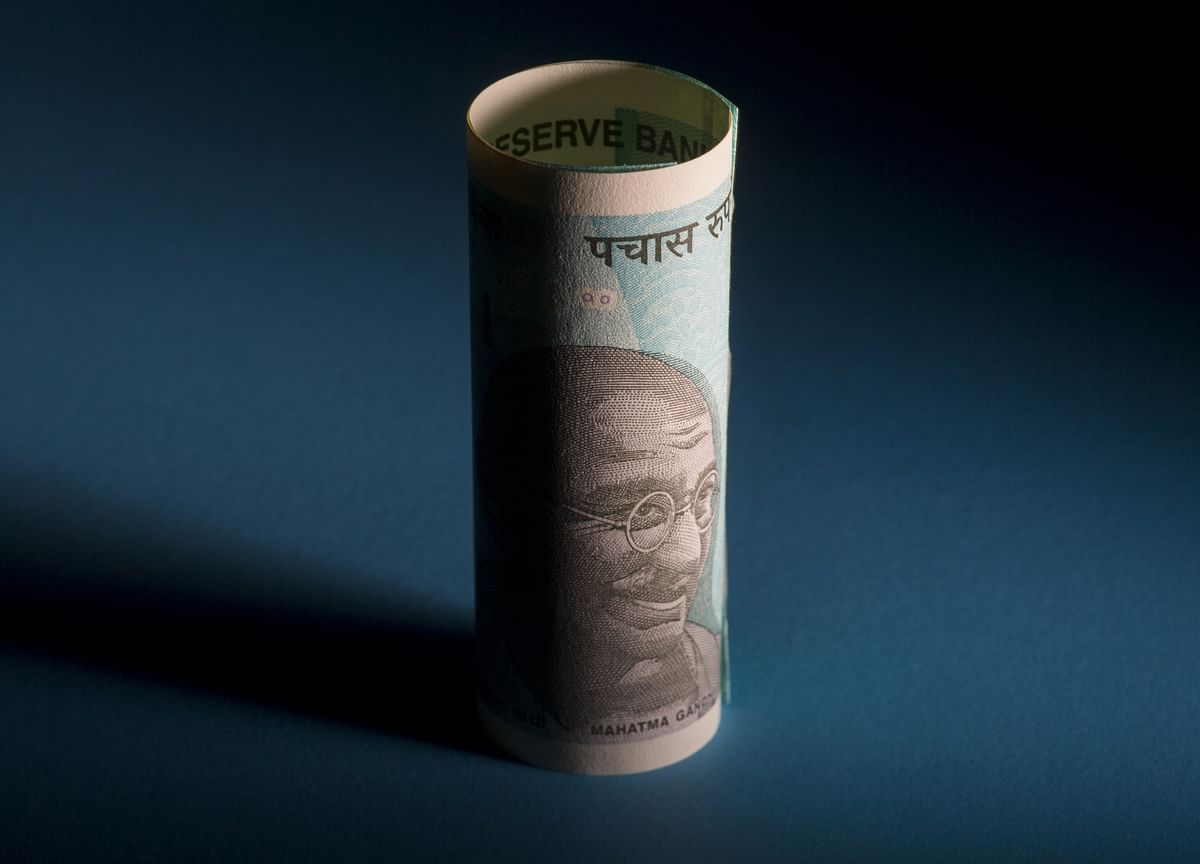 Bonds in India Gain After Central Bank Announces Debt Purchases