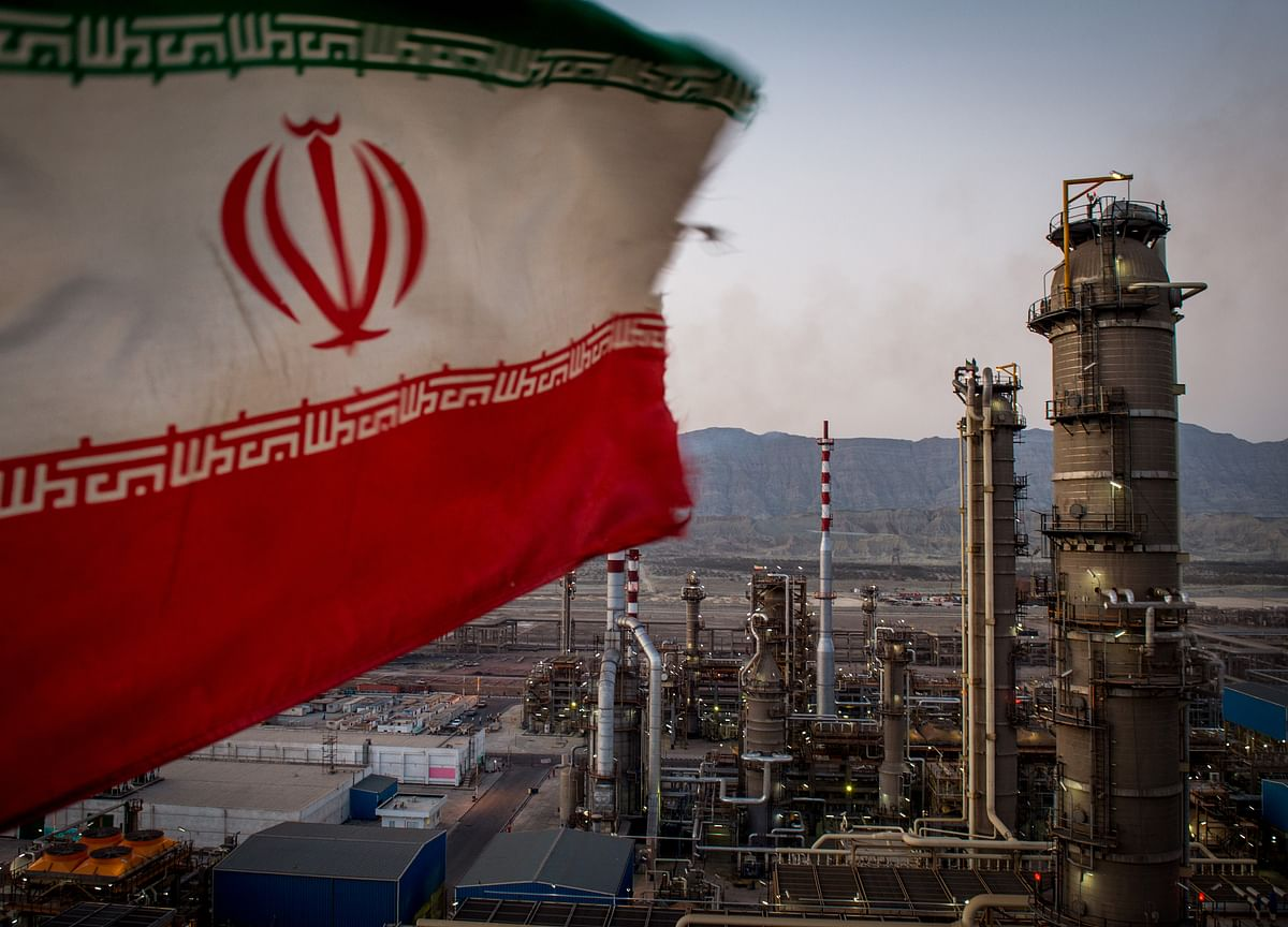 Trump to Escalate Iran Feud by Ending Waivers; Oil Prices Climb