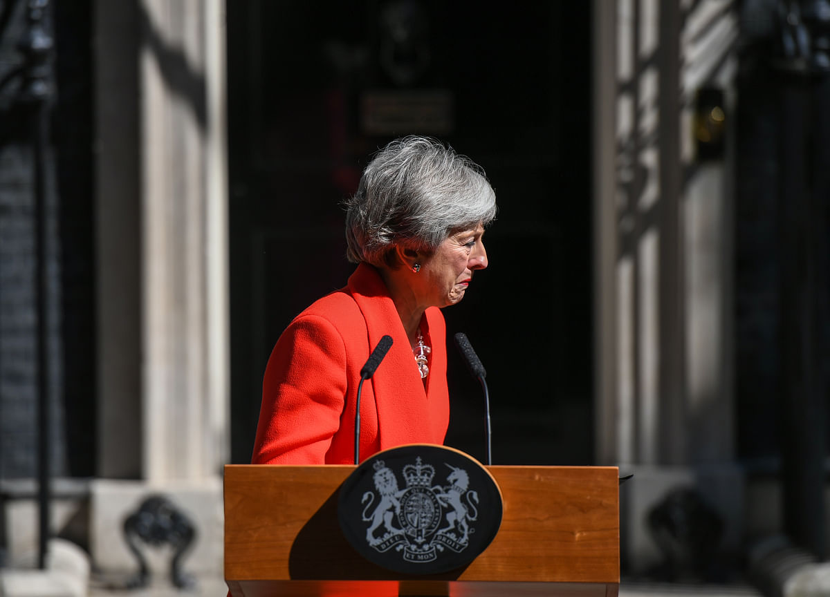 Tearful Theresa May Quits as Brexit Breaks Her Premiership
