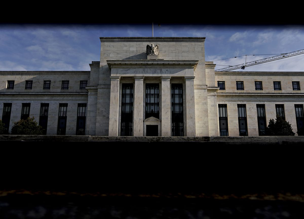 Fed's Preferred Core-Price Gauge Picks Up as Spending Gains