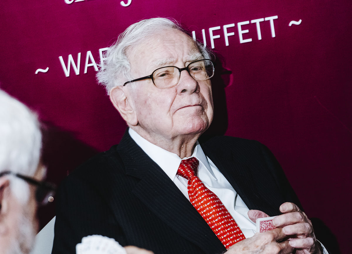 Buffett Confronts Tech-Driven Change Amid Investor Questions