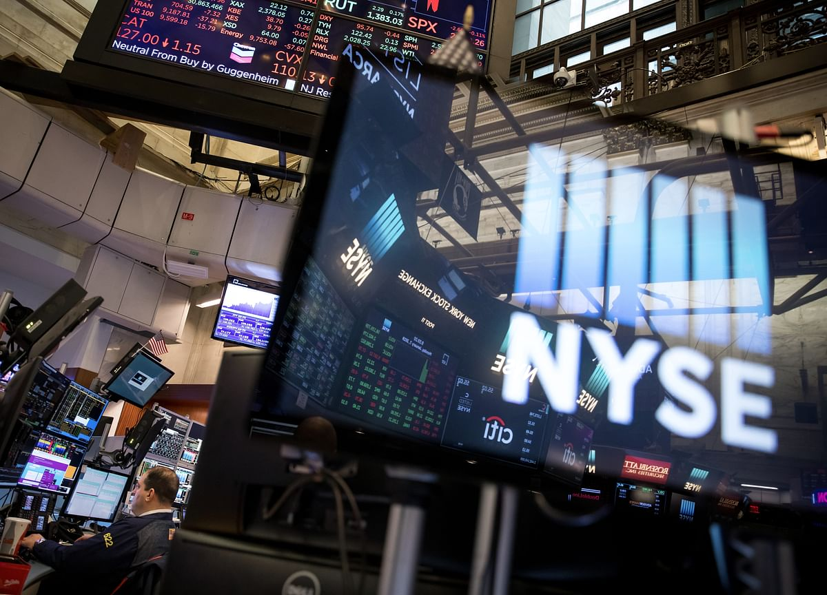 Stocks Fall Fourth Day, Yen Gains on Trade Angst: Markets Wrap