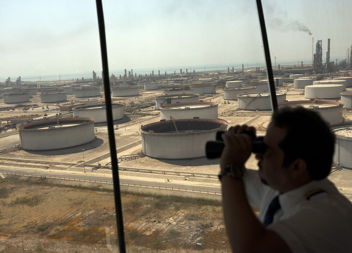 Oil Gives Back Gains as API Sees Big Jump in U.S. Crude Supply