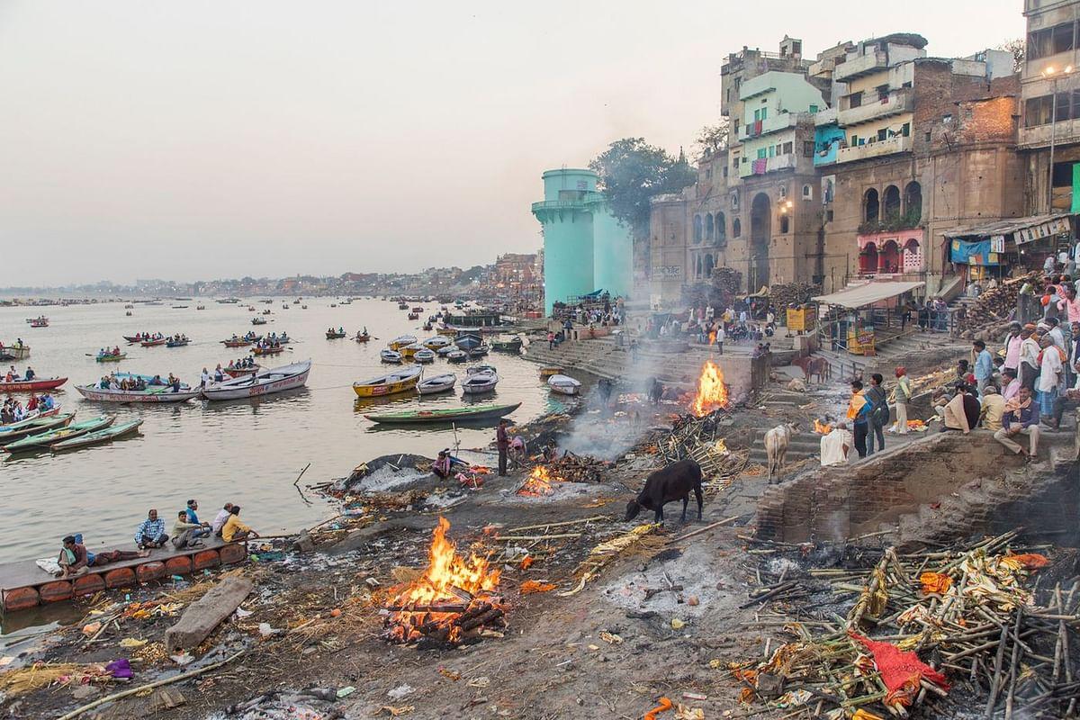 A Hindu cremation ground in Varanasi. (Photographer: Anshika Varma for Bloomberg Businessweek)