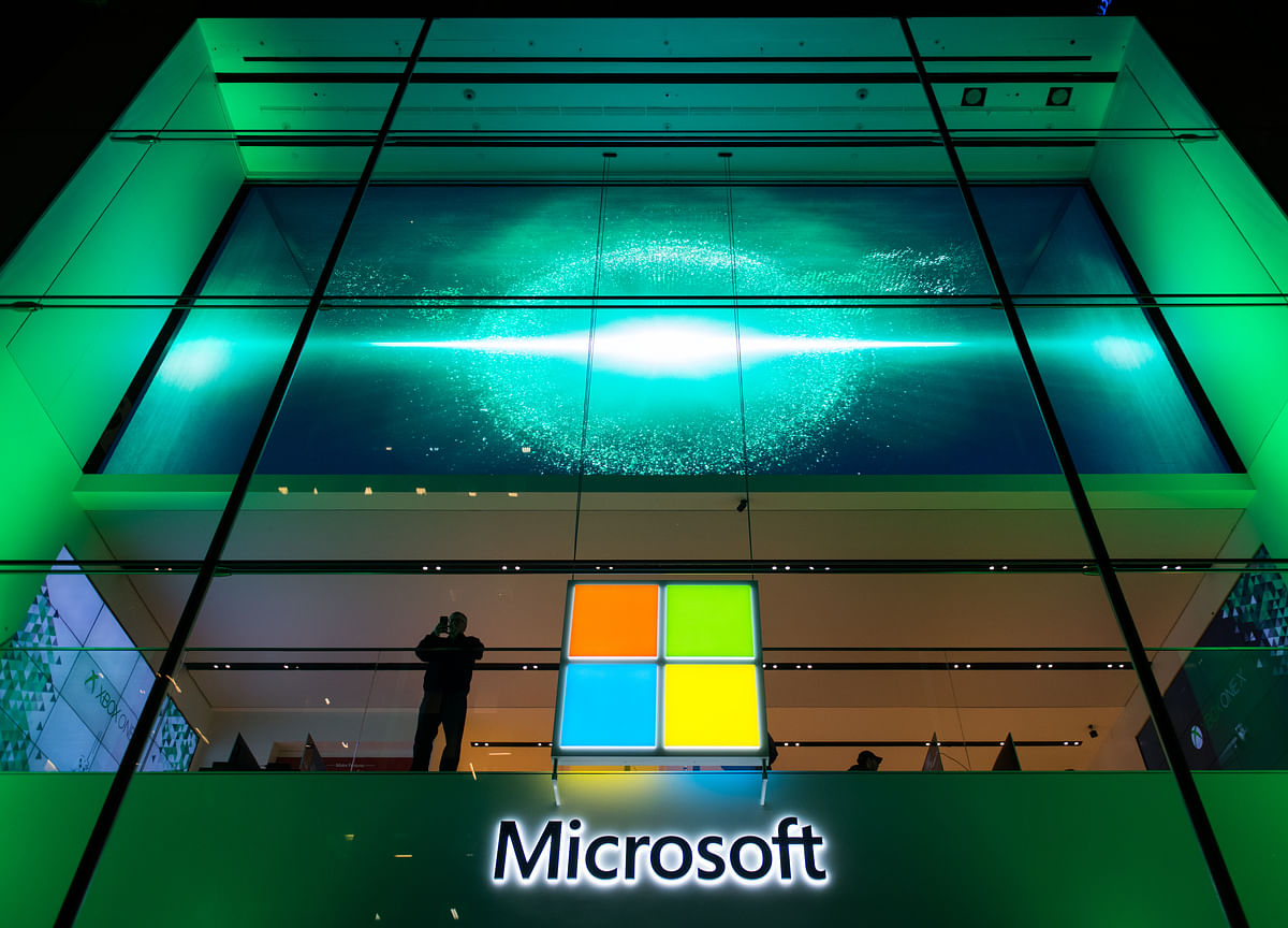 Goldman Sachs Favors Microsoft Over Apple Amid Trade War