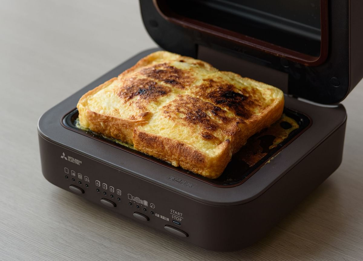This Japanese Toaster Costs $270.It Only Makes One Slice at a Time