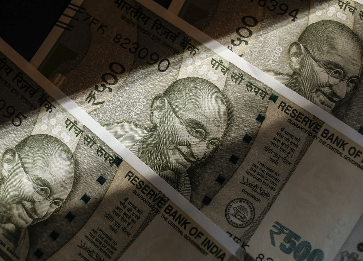 RBI's Dovish Stance Lifts Indian Bonds, Fails to Cheer Equities