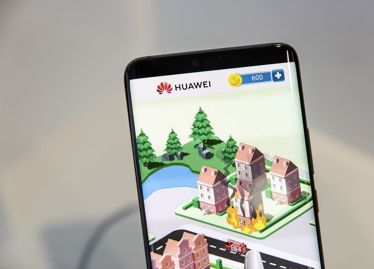 Huawei Braces for Phone Sales Drop of Up to 60 Million Overseas