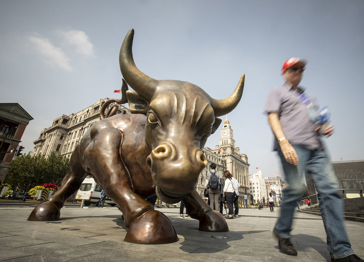 U.K.'s Hammond Hails Start of London-Shanghai Stock Connect