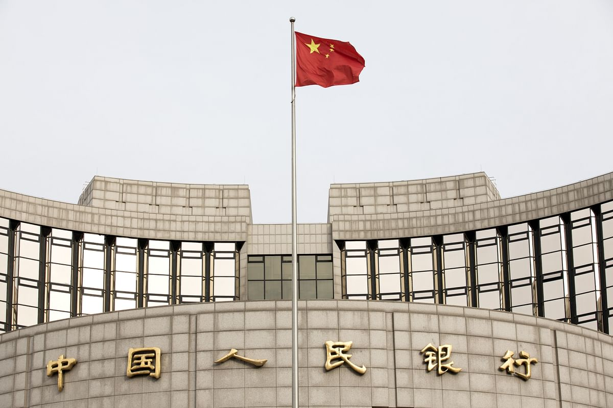 A Chinese flag flies in front of the People's Bank of China headquarters in Beijing, on Jan. 7, 2019. (Photographer: Giulia Marchi/Bloomberg)