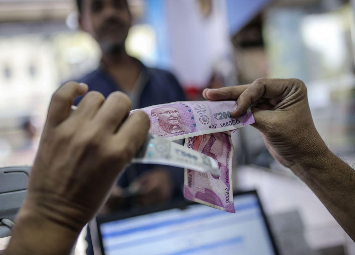 Falling Bond Sales Signal Waning Trust in India Shadow Banks