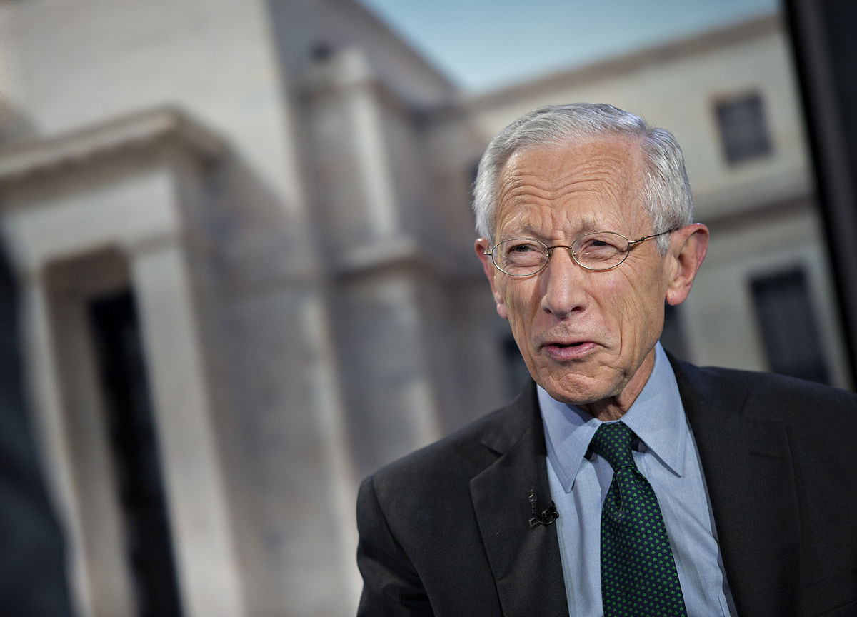 Fischer Says Trump Rate-Cut Push Could Destroy Fed Independence