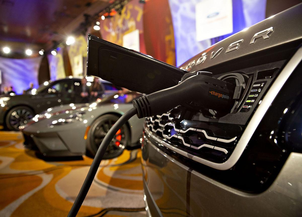 U.K. Guarantees Jaguar Loans After Pledge to Make Electric Cars