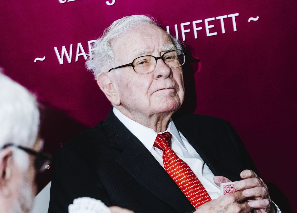 Buffett Lunch Mystery Deepens as His Crypto Entrepreneur Date Apologizes