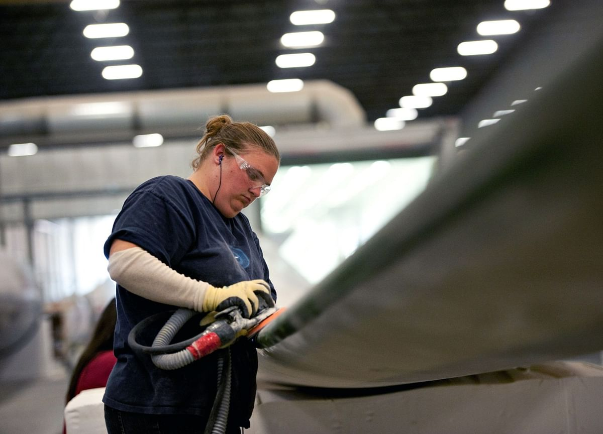 U.S. Jobless Claims Edge Up to 216,000, Matching Projections