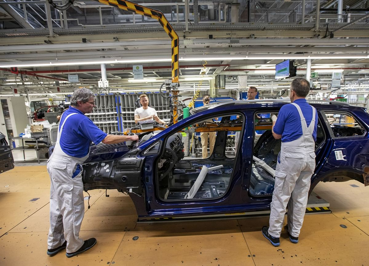 German Unemployment Rises as Manufacturing Slump Starts to Bite