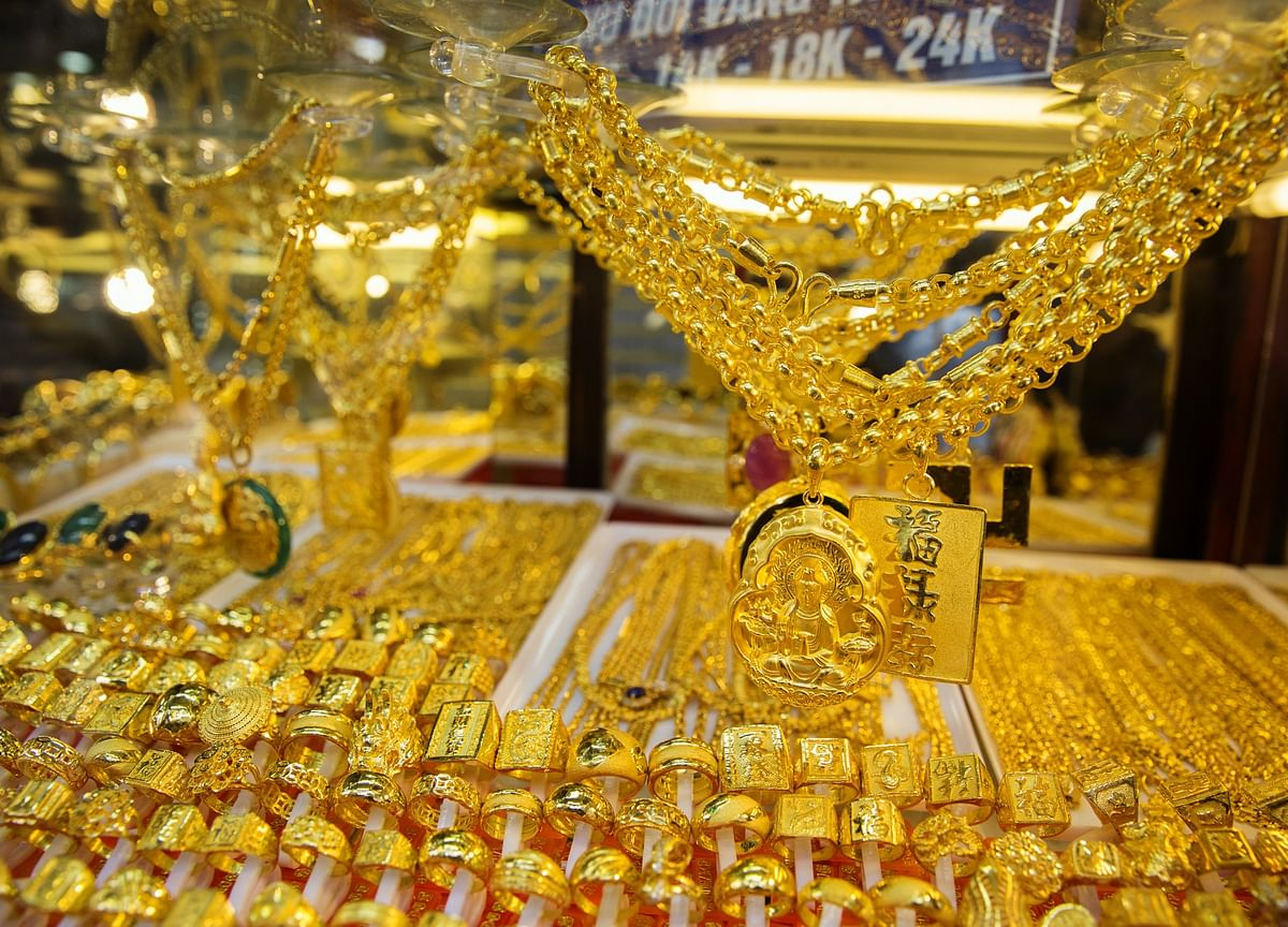 Gold Sinks Most in a Year as Trade Truce Deals Blow toBulls