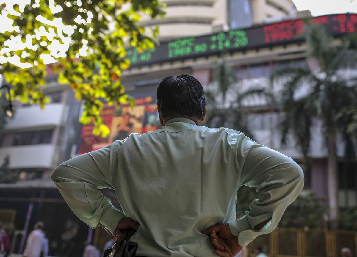 Key India Equity Gauges Eke Out Gains, Cap Worst July Since 2002