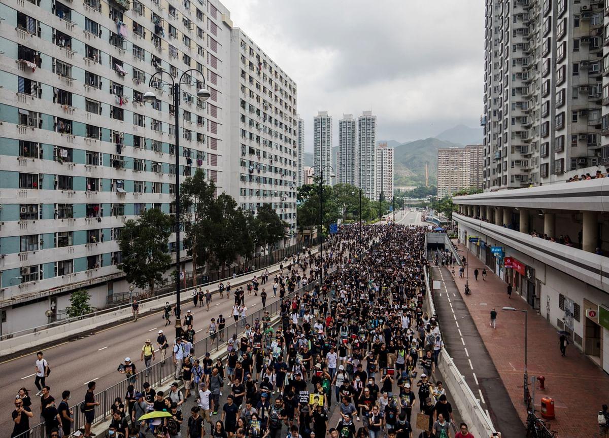 Thousands Begin Dispersing After Rainy Rally: Hong Kong Update