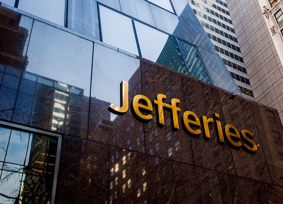 Jefferies Adds Investment-Banking Staff as Rivals Pull Back