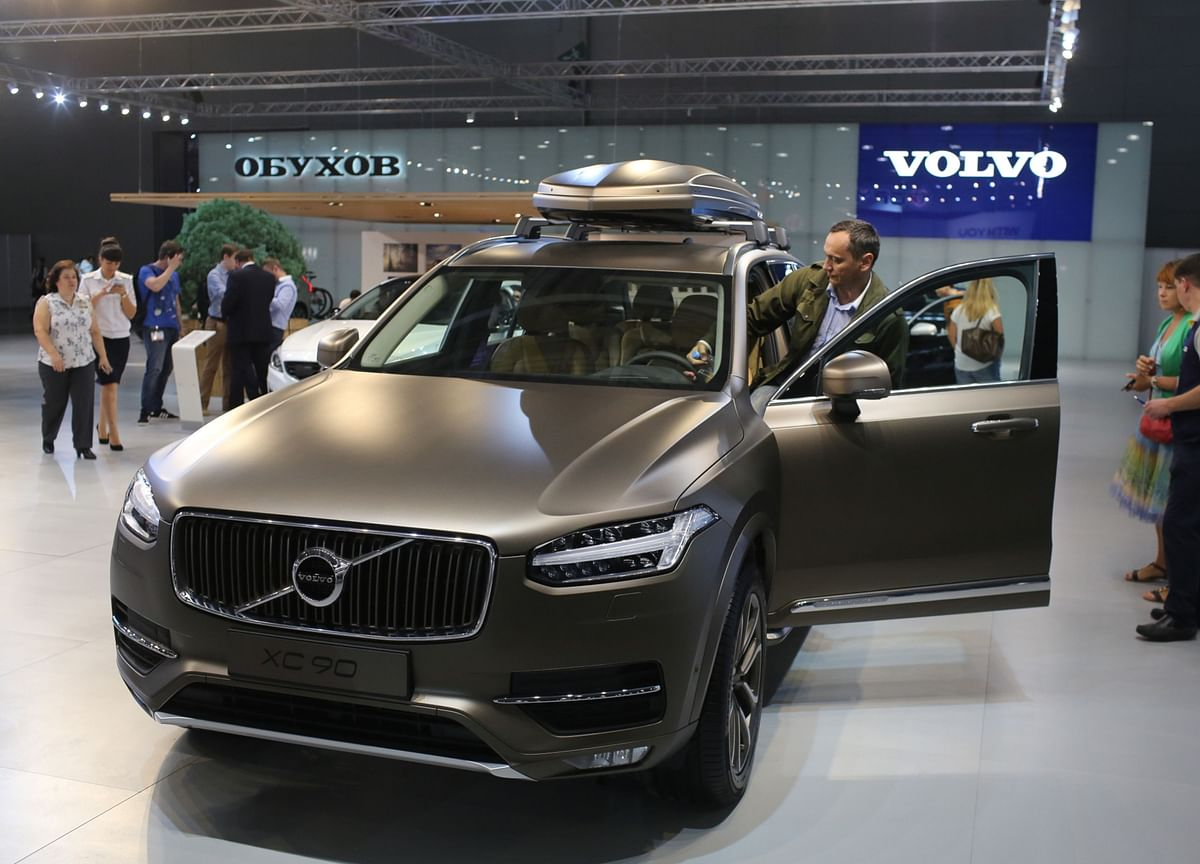 Volvo Plans to Sell First Heavy-Duty Electric Trucks in 2021