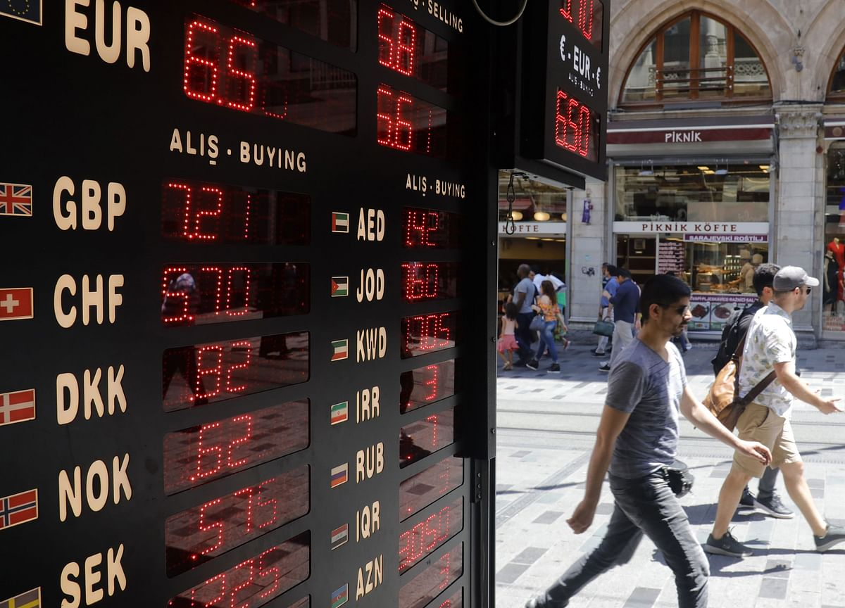 Lira Watchers Expect U.S. Sanctions on Turkey Will Be Limited