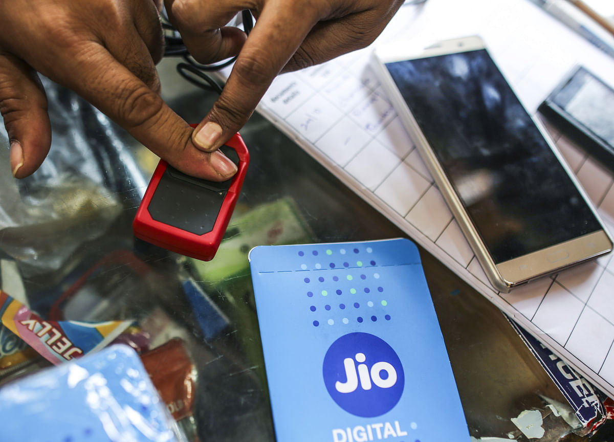 Reliance Shareholders Ignore Big Deals But Dance To Freebie Offers