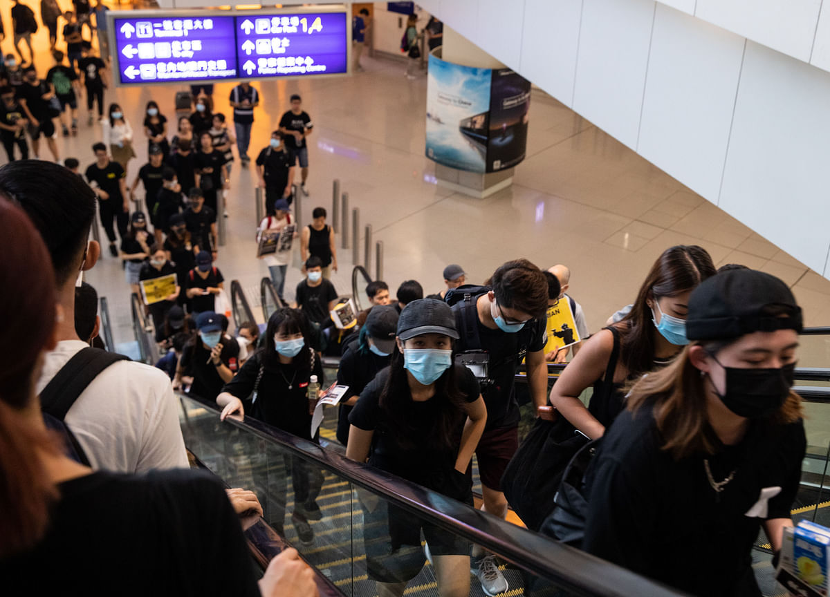 Hong Kong Businesses Take a Side, Uncomfortably