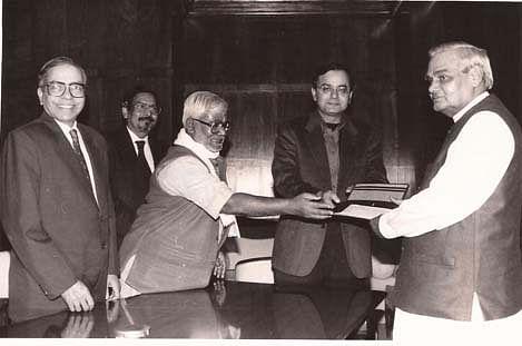 Arun Jaitley with then Prime Minister Atal Bihari Vajpayee. (Photograph: Arun Jaitley's website)