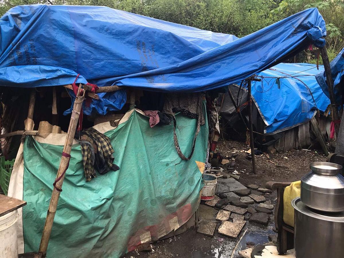 Shanties of construction workers in Kopar Khairne, Navi Mumbai. (Photo: BloombergQuint)