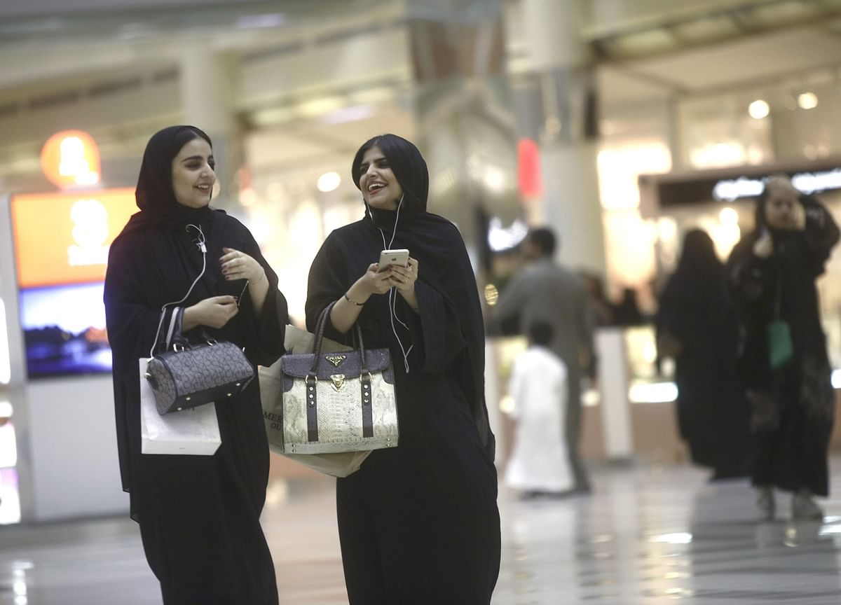 Saudi Arabia Gives Women Travel Rights in Major Policy Shakeup