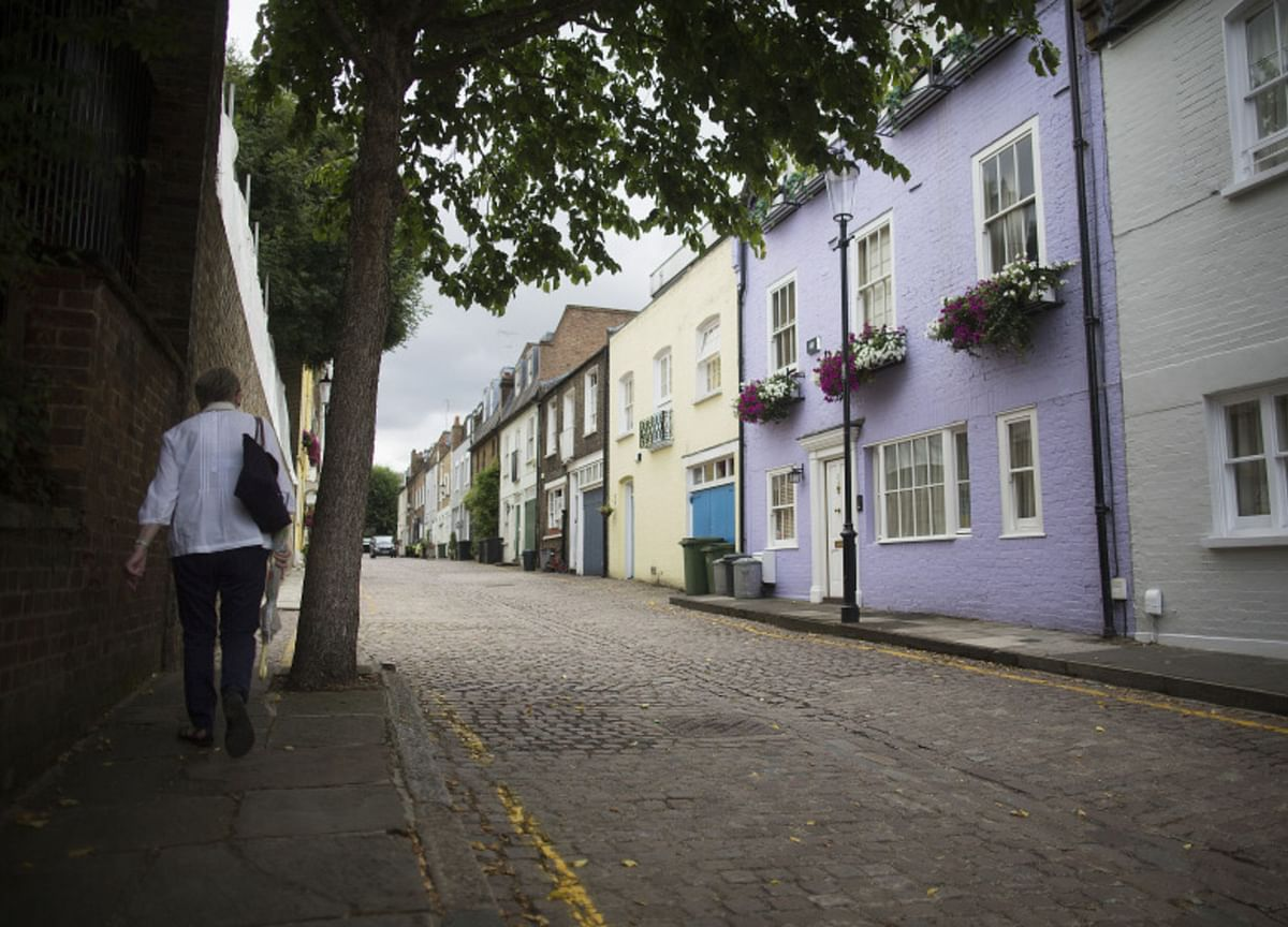 London Home Prices Resume Slide as Sellers Hold Back Listing