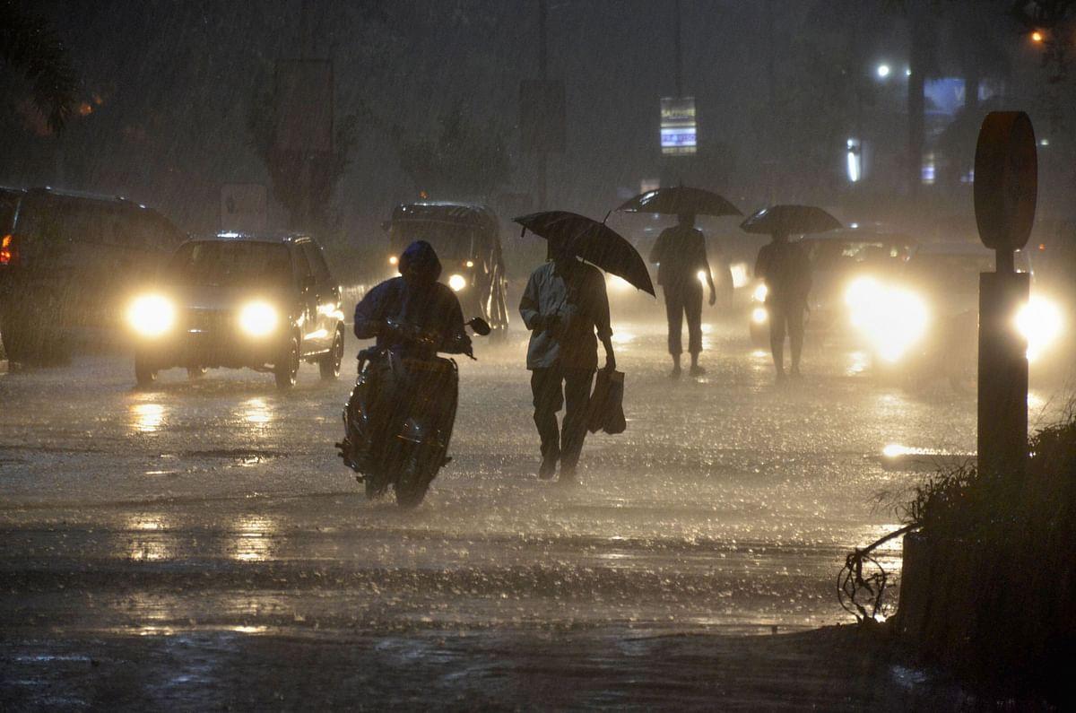 Vehicles ply near Vashi railway station during heavy monsoon rain, in Navi Mumbai. (Source: PTI)