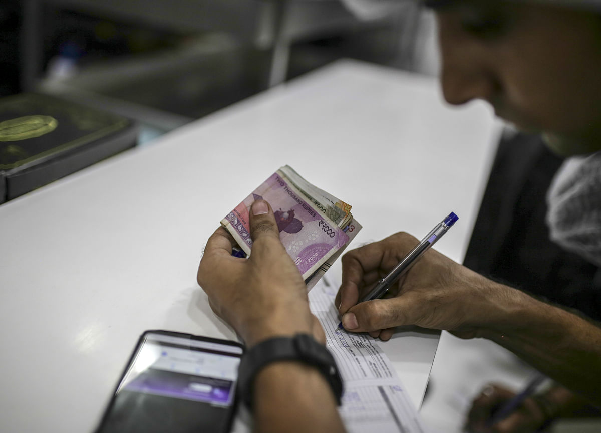 'Whimsical'August Weighs on Rupee as Kashmir Adds to Trade Woes