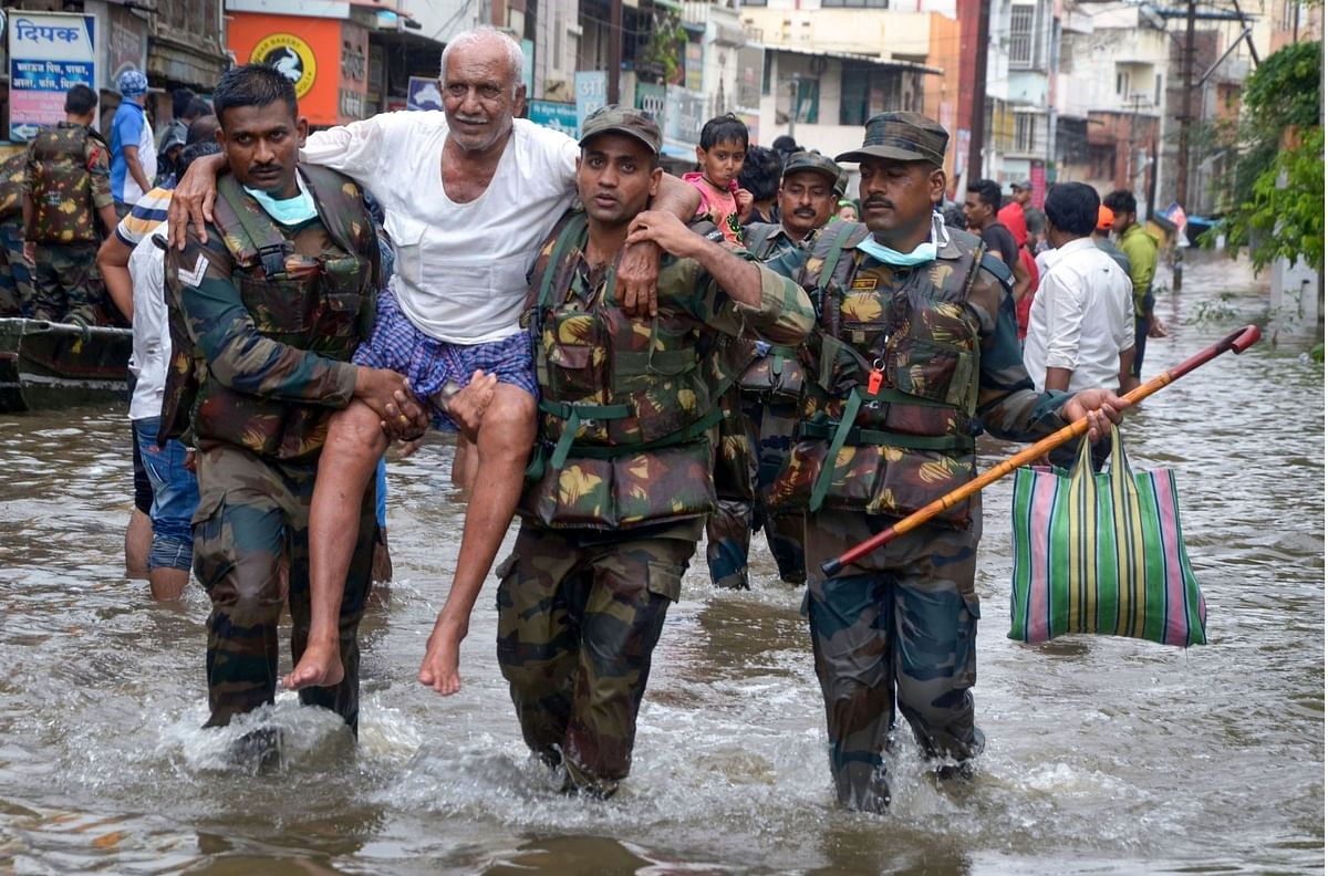 Army personnel carry out rescue operation in a flood affected area in Sangli district. (Source: PTI)