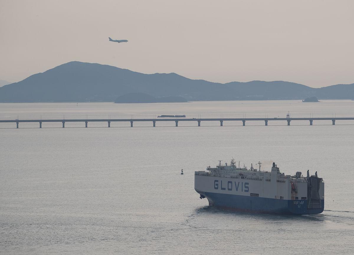 South Korea Exports Tumble Again as Global Outlook Darkens