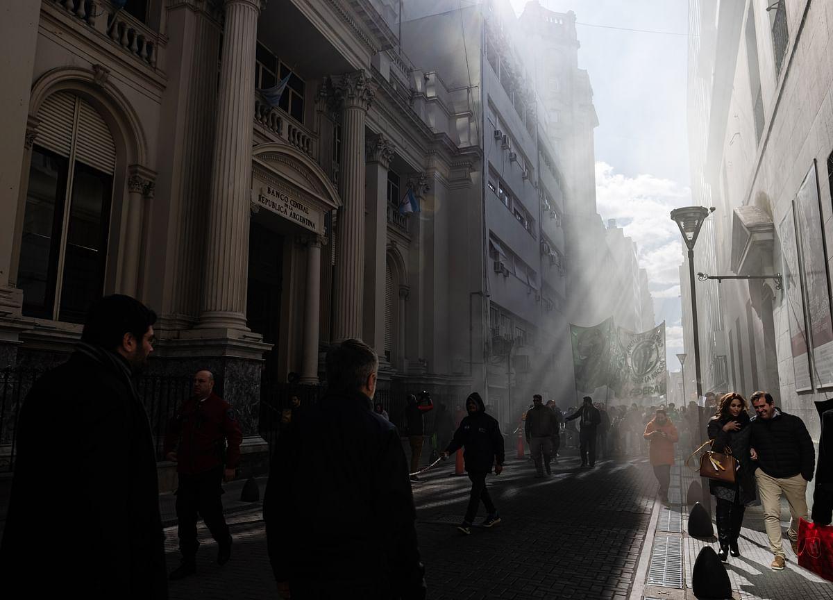 Argentina Seeks to Extend Maturity of $101 Billion of Debt