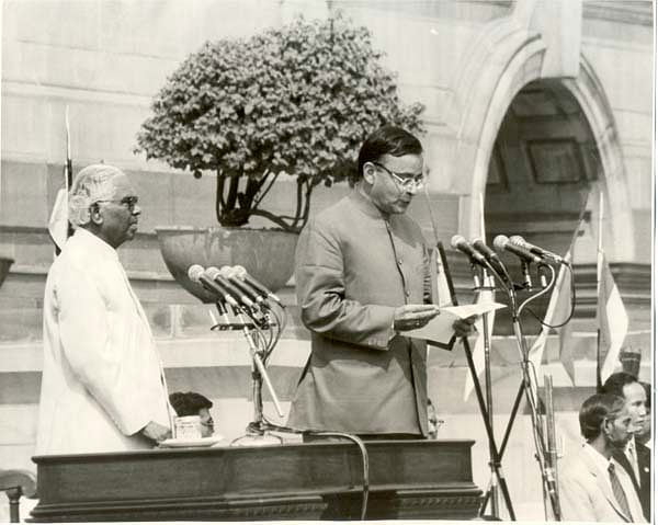 Arun Jaitley is sworn in as a Union Minister by President KR Narayanan, at Rashtrapati Bhavan, in New Delhi, on Oct. 13, 1999. (Photograph: Arun Jaitley's website)