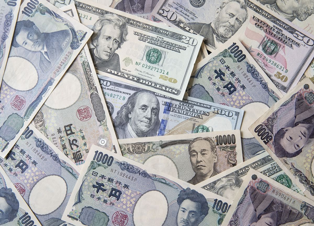 Global Risks Put Yen at Top of Pile for 2019 Currency Forecasts