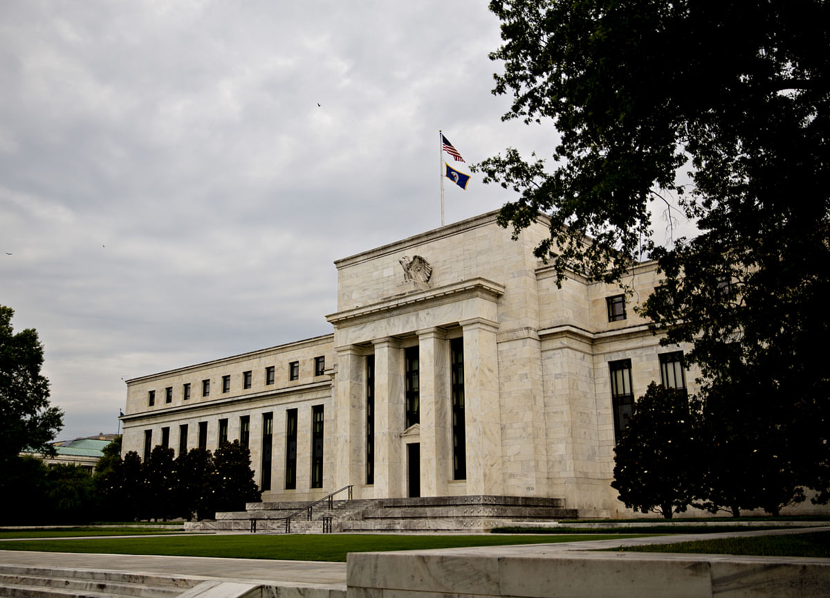 Fed Should Buy $250 Bln in Treasuries, Ex-Officials Suggest