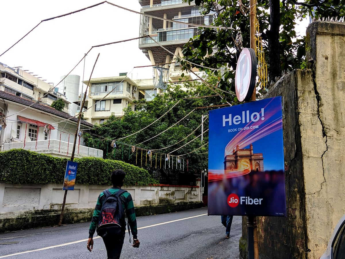 An advertisement for JioFiber near Antilla, Mukesh Ambani's residence in Mumbai. (Source: BloombergQuint)