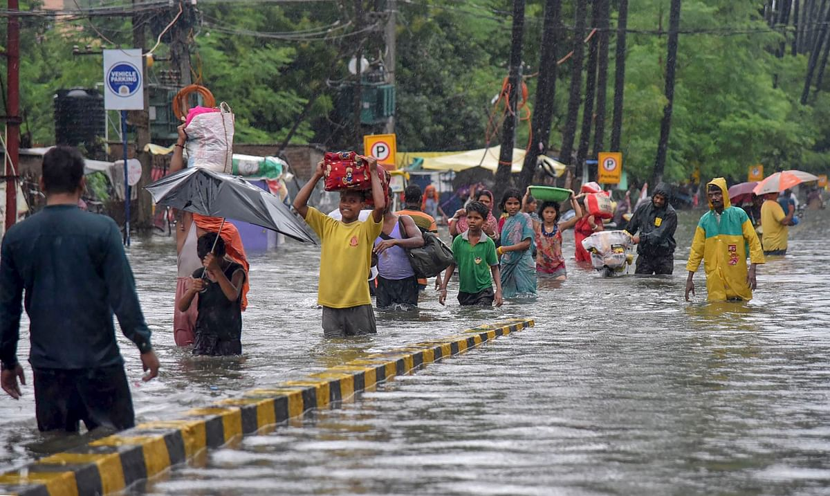 Residents of Rajendra Nagar in Patna relocate to a safer place, on Sept. 29, 2019. (Photograph: PTI)