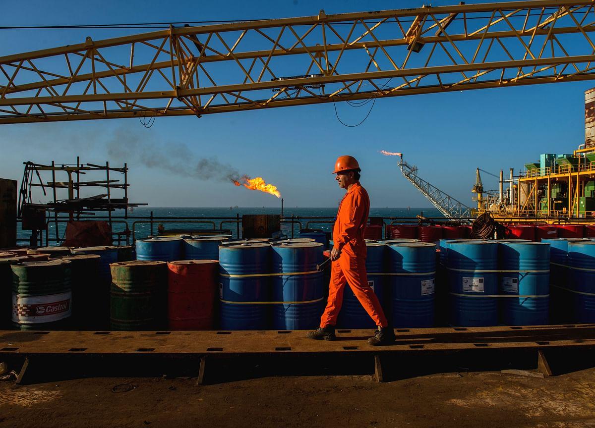 Oil Declines as Saudi Output Restoration Calms Market Fears