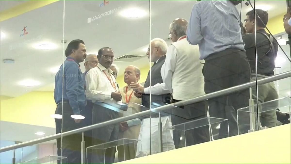 K Sivan briefing PM Narendra Modi. (Source: ANI)