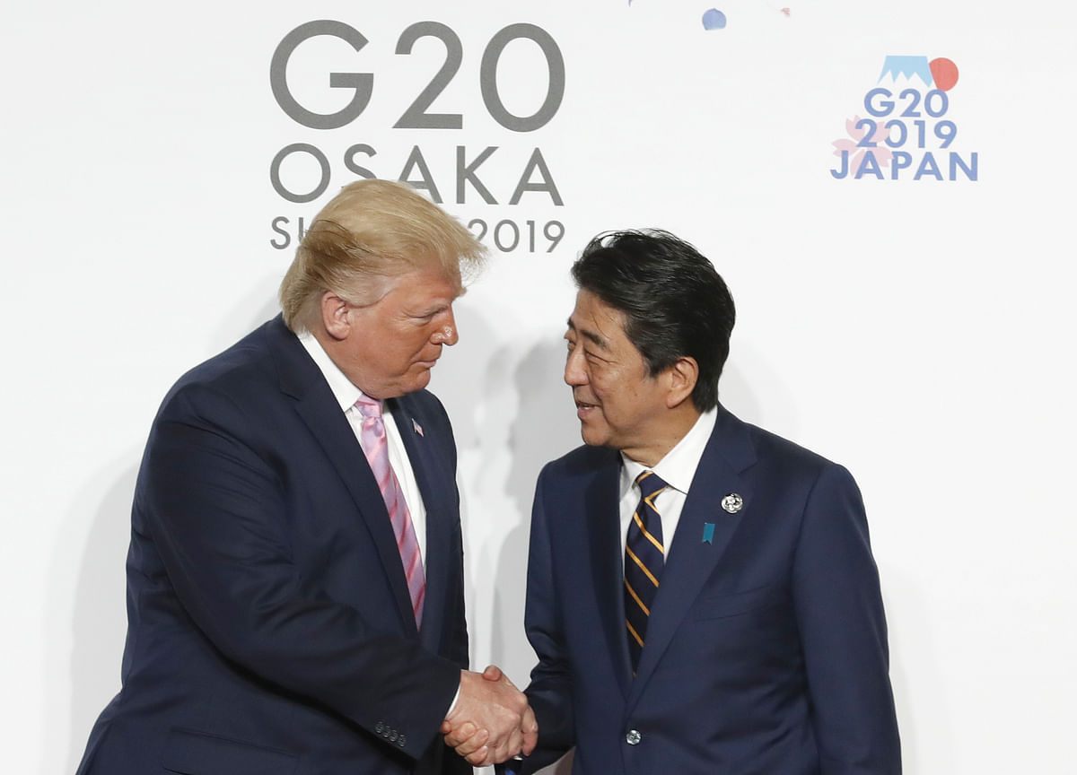Trump, Abe Ink Trade Deal as U.S. Withholds Auto Tariffs For Now