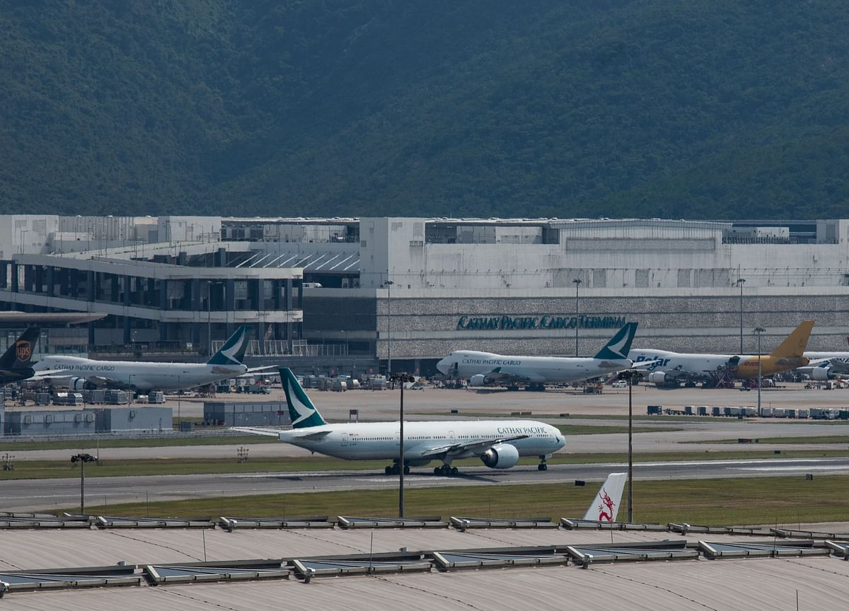 China Probes Cathay's Empty Oxygen Bottles to Add to Scrutiny