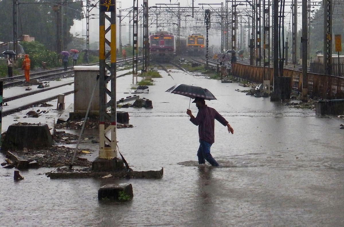Heavy rains lash Mumbai. (Source: PTI)