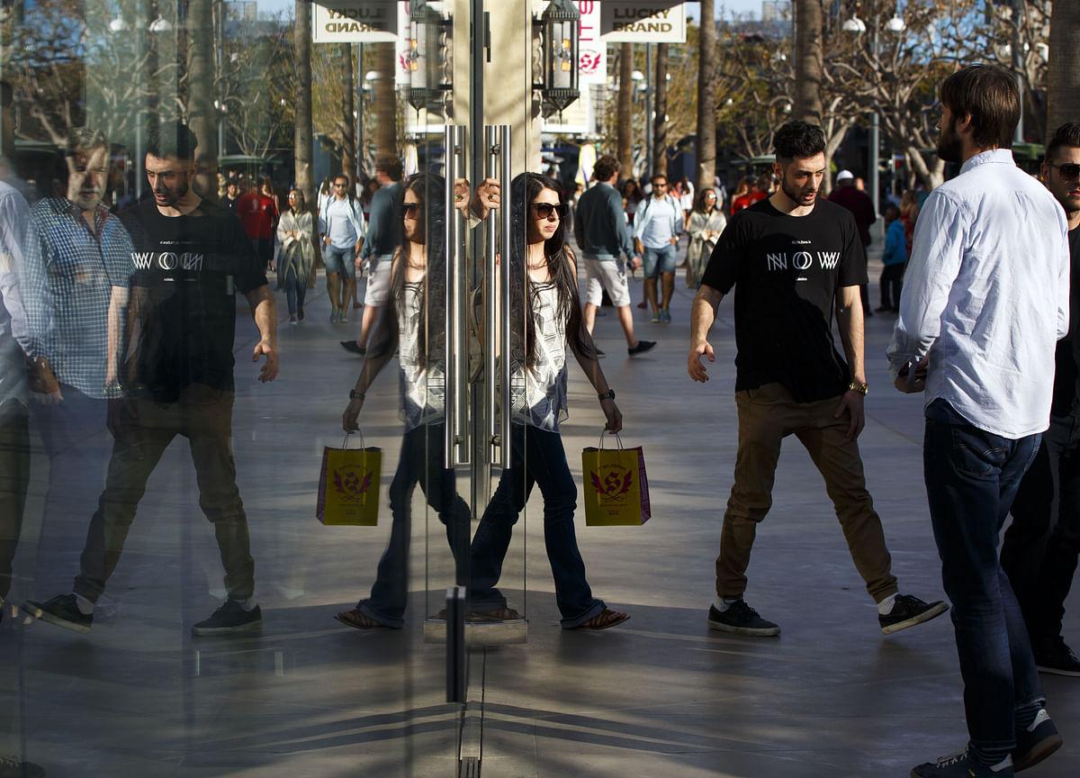 U.S. Economy Cools on Consumer Spending, Equipment Orders
